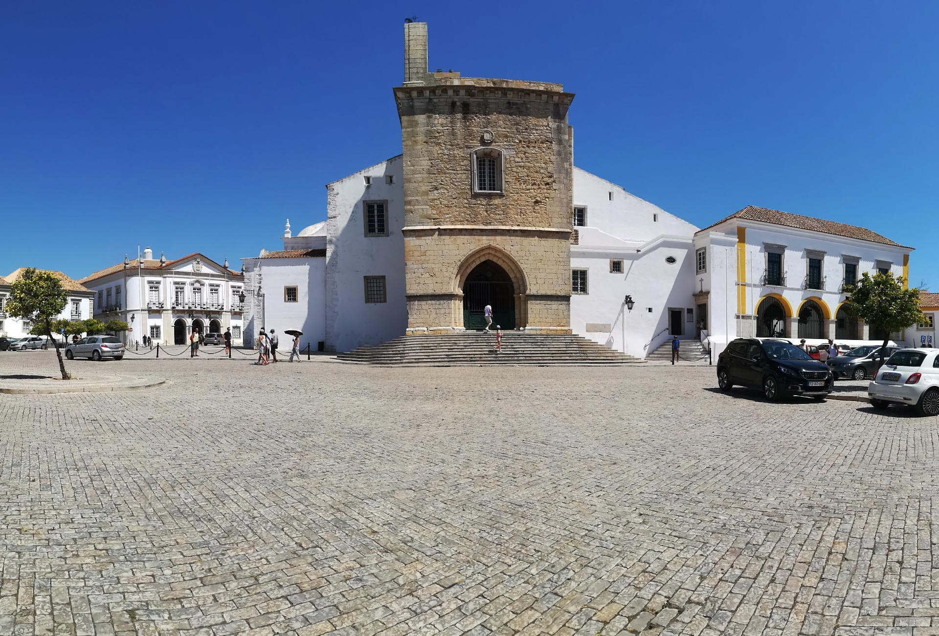 La Cattedrale di Santa Maria nel centro storico di Faro, Algarve, Portogallo