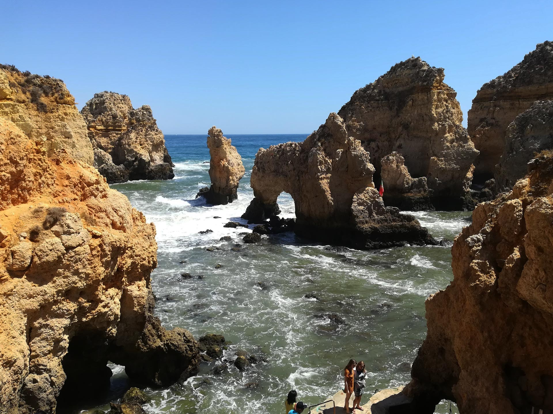 Scorcio su Ponta de Piedade, (spiaggia), ben visibili le falesie, Portimao, Portogallo
