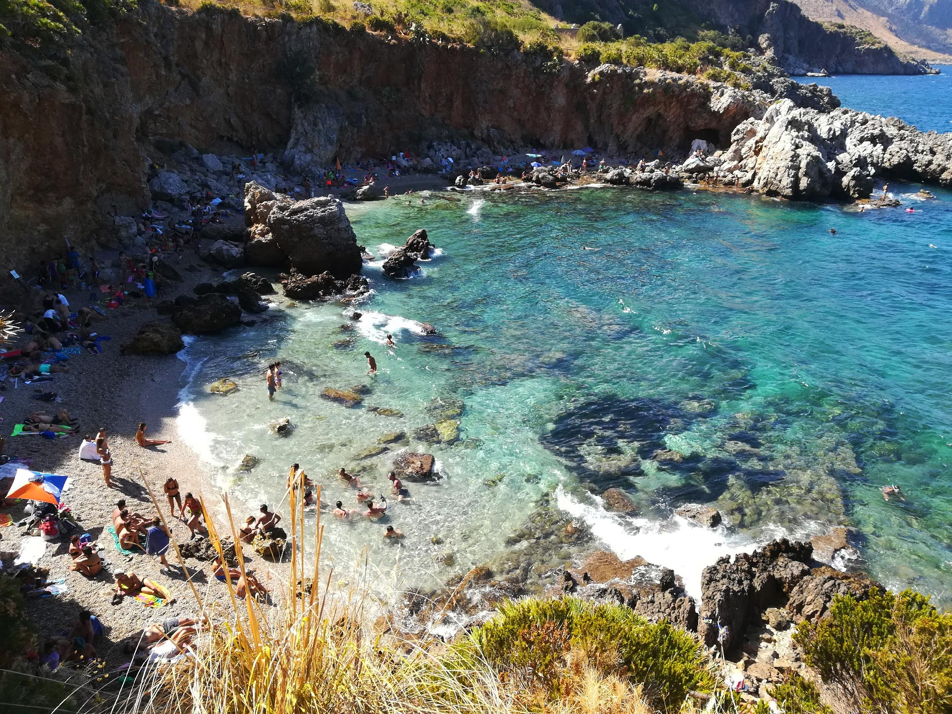 veduta di Cala Berretta all'interno della Riserva Naturale dello Zingaro, Trapani, Sicilia