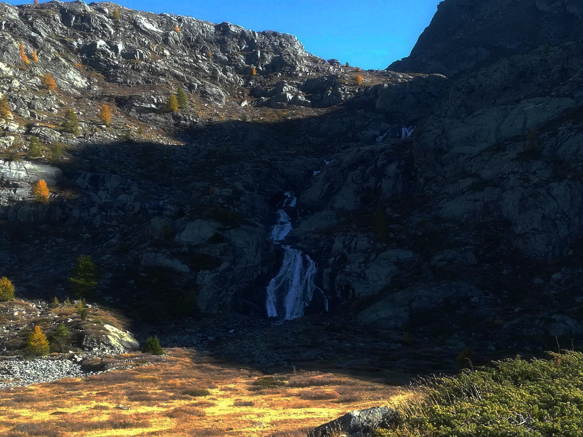 Veduta di una cascata lungo il corso del fiume Rutor