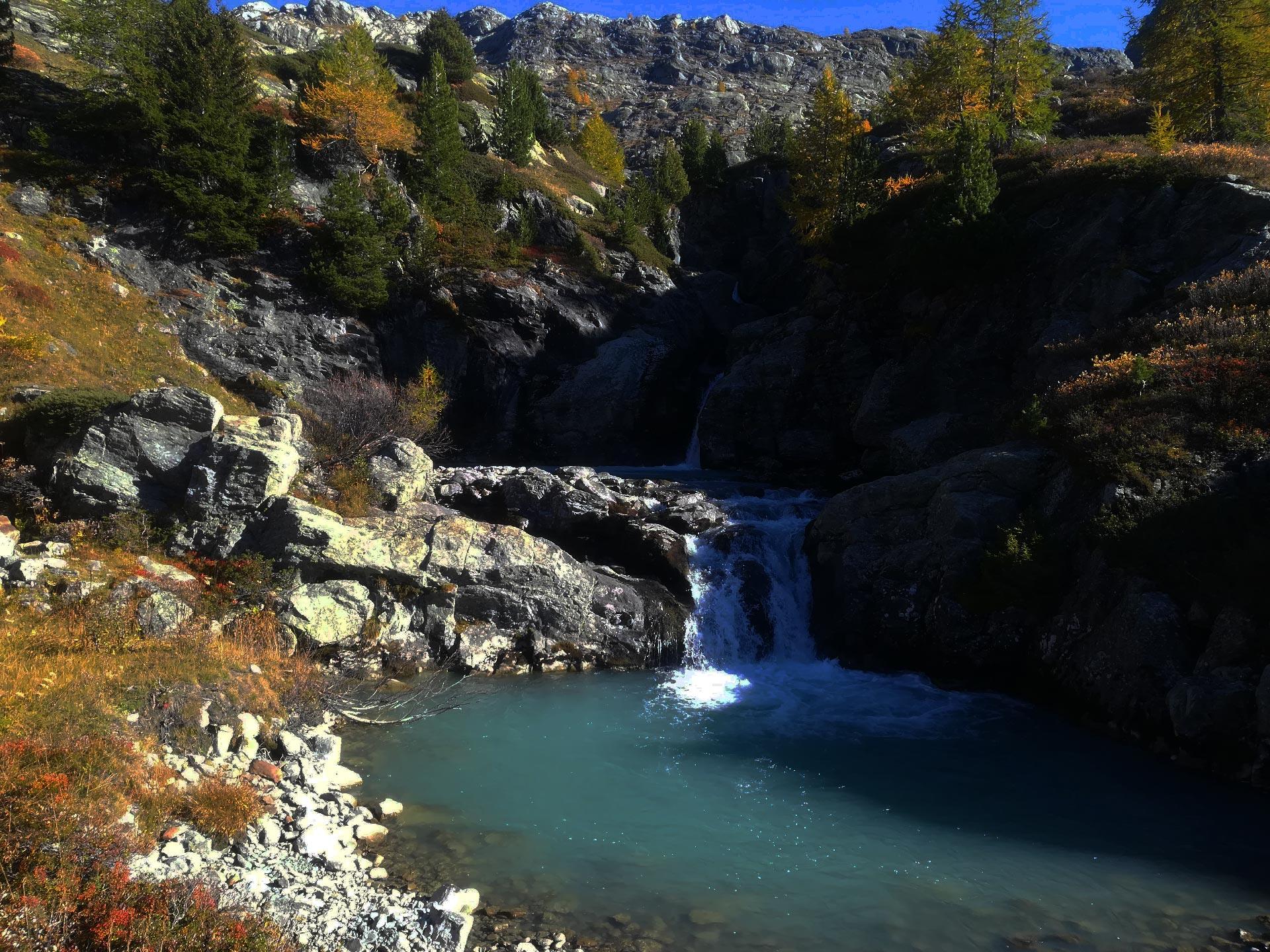 Veduta di una cascata lungo il fiume Rutor