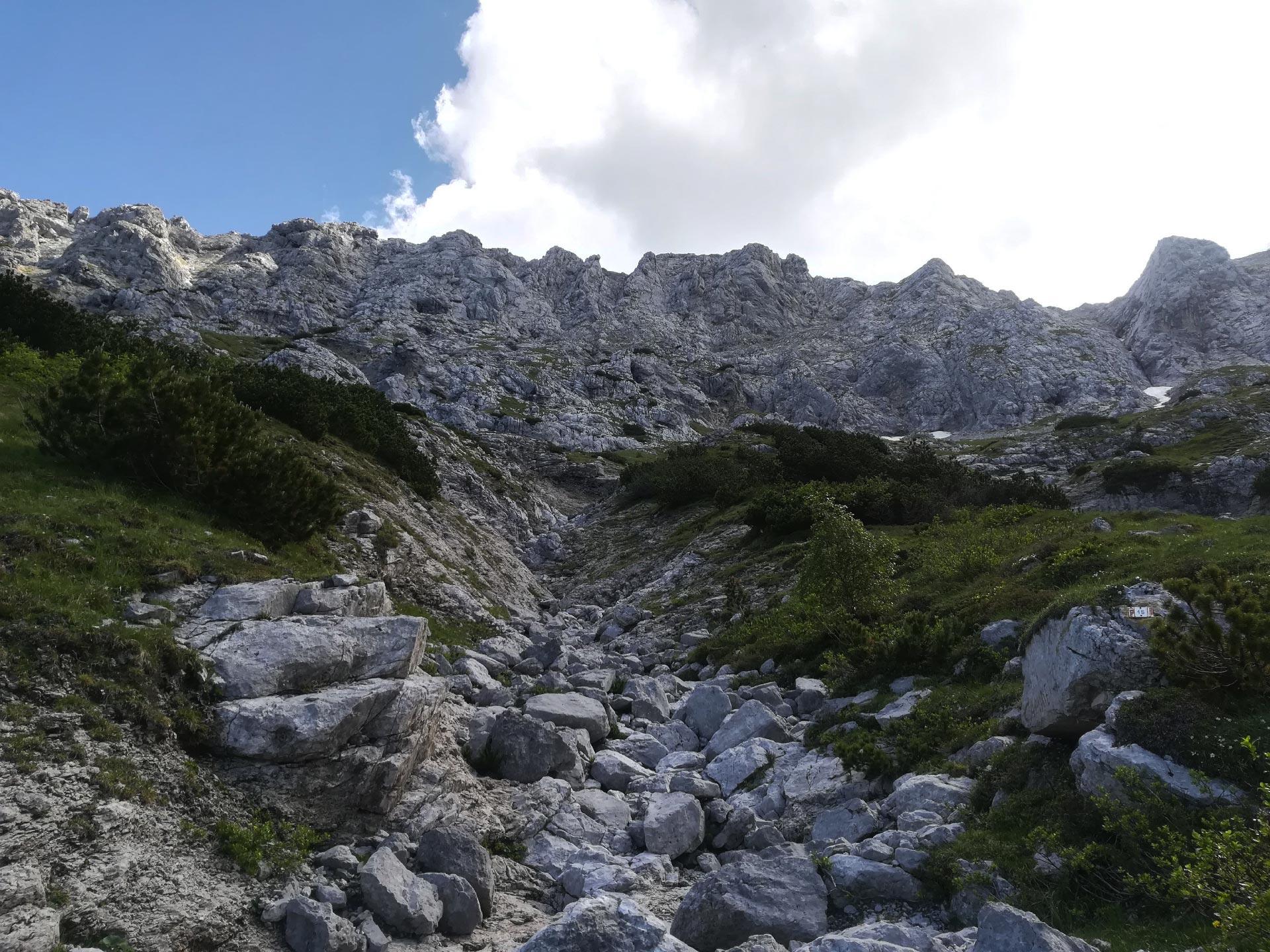 la cima rocciosa del Grignone vista dal Rifugio Bietti, Lecco, Lombardia