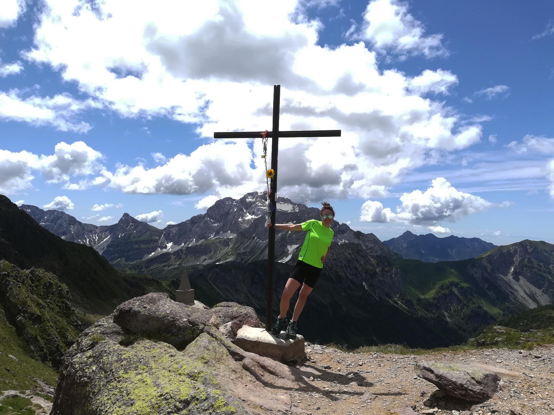 panorama dal Passo di Mezzeno (montagne circostanti e croce), Val Brembana, Lombardia