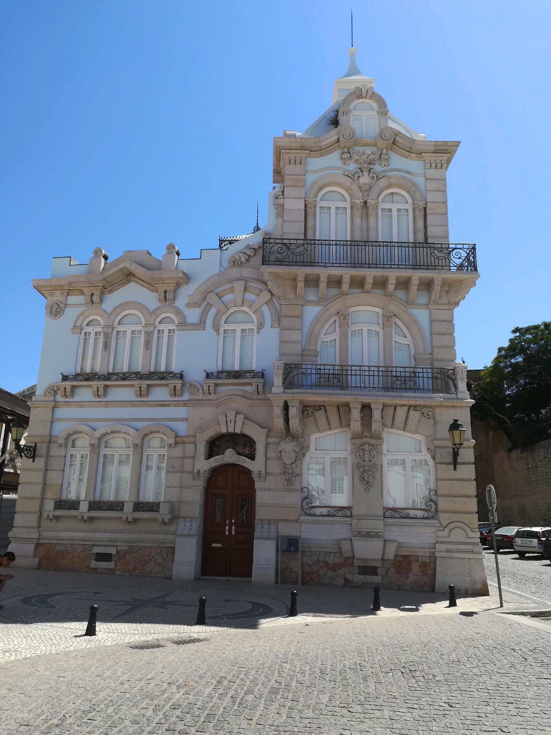 Un edificio in stile, Faro, Algarve, Portogallo