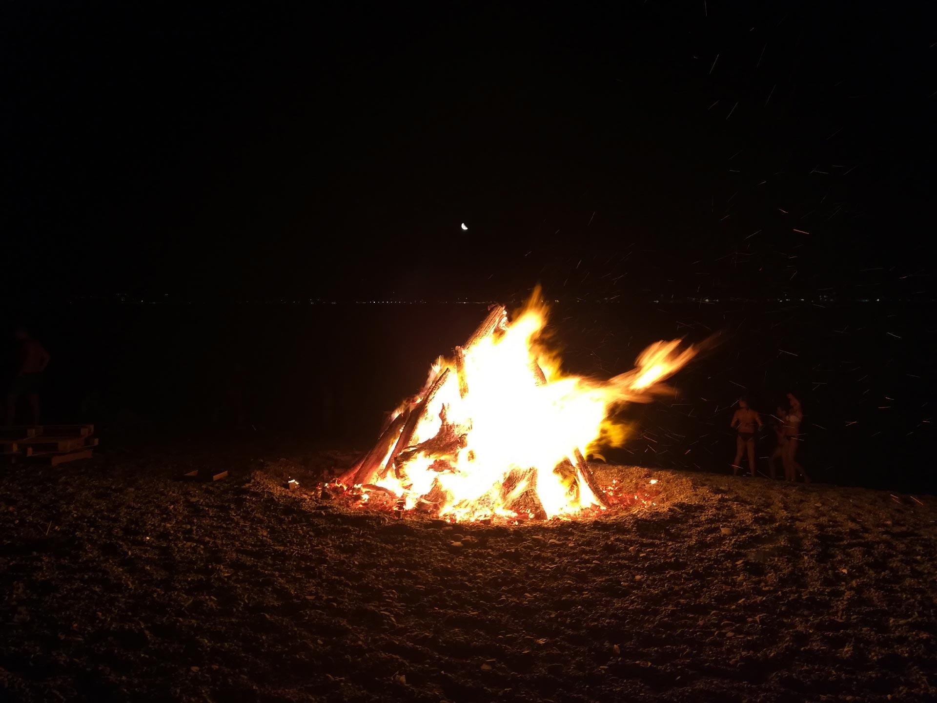 Messina: falò in spiaggia