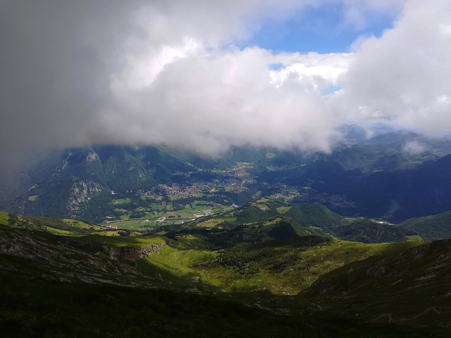 verso il Grignone: panorama sulla Valsassina, Lecco, Lombardia