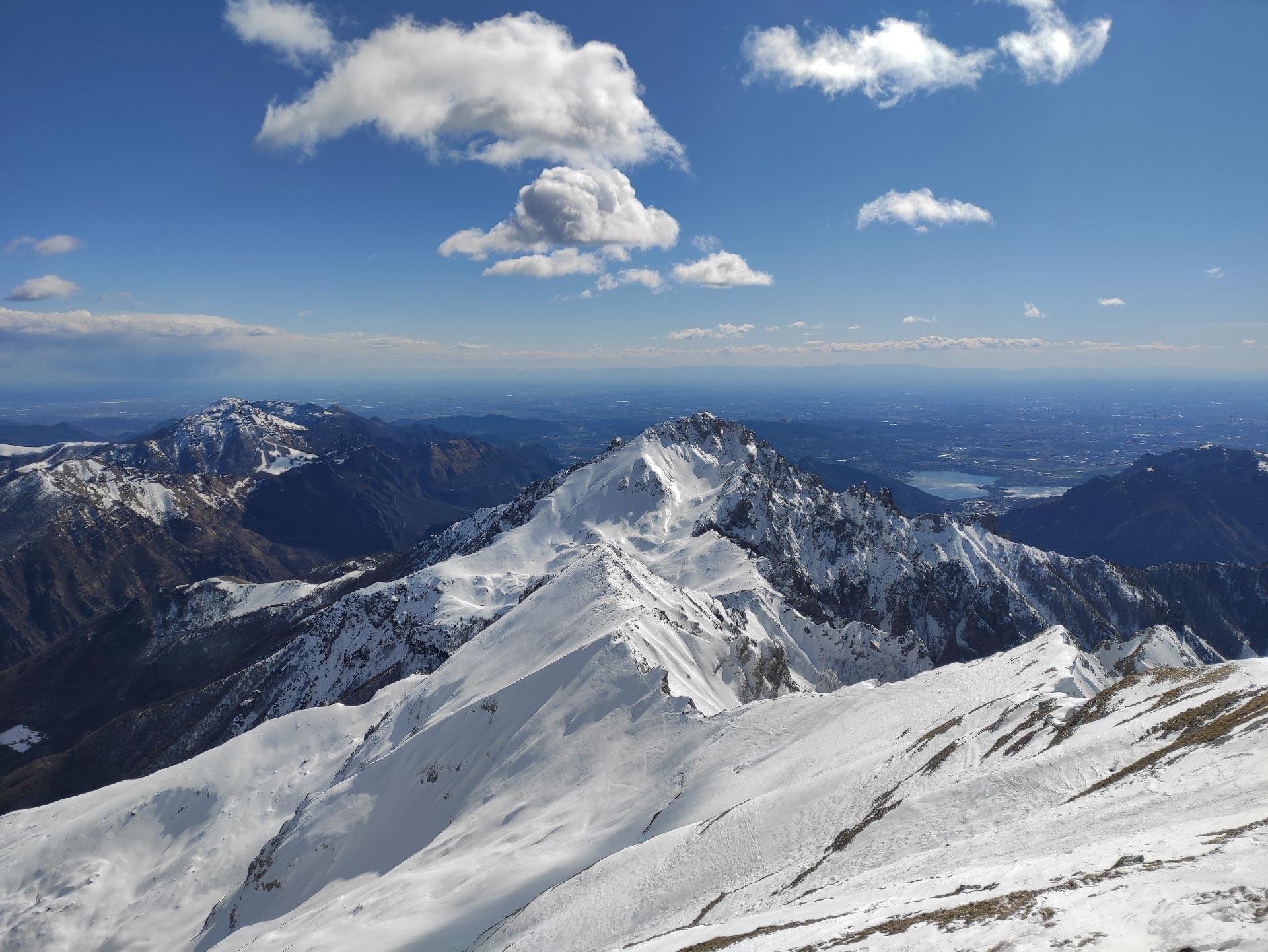 Trekking invernali in Valsassina: veduta della Grignetta