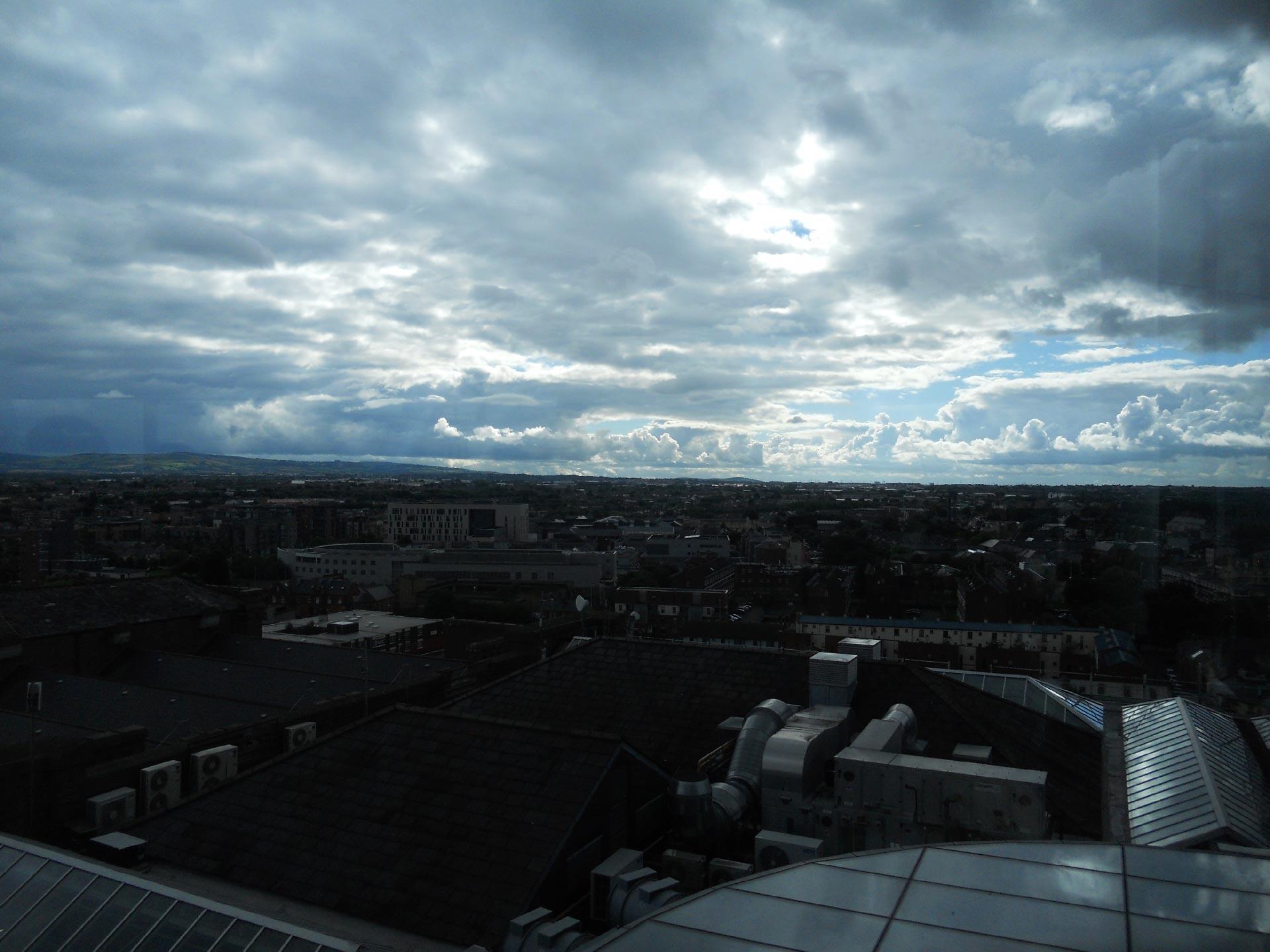 """""""Il cielo d'Irlanda"""" dalla terrazza panoramica del Guinness Museum"""