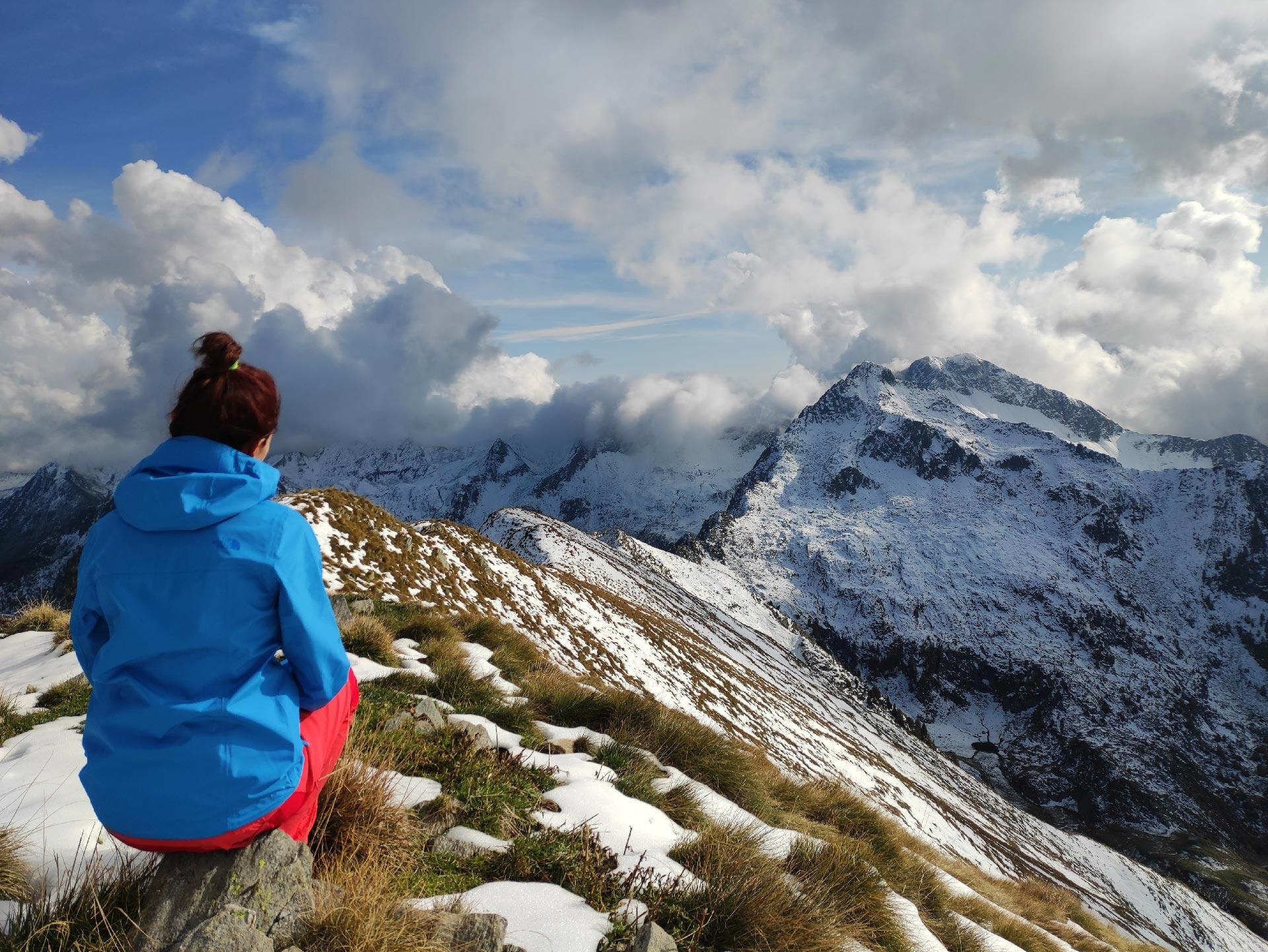 panorama dalla cima del Monte Lago, veduta delle montagne innevate, Valle del Bitto, Lombardia