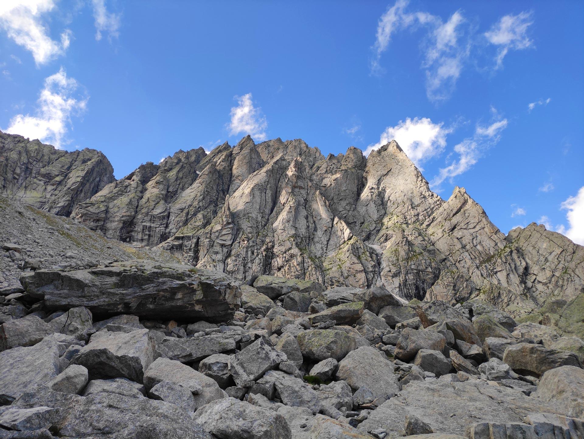 Le montagne della Val Masino nei pressi del Rifugio Allievi