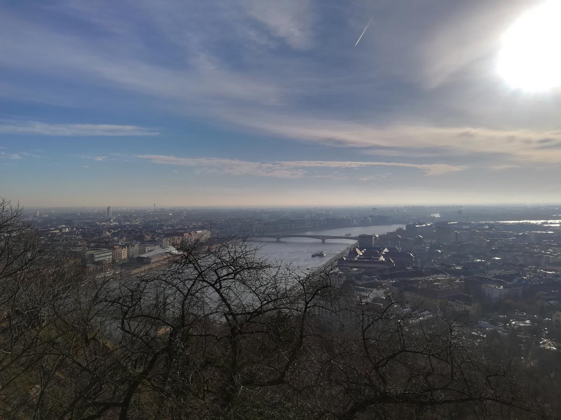Panorama su Budapest dalla collina Gellert