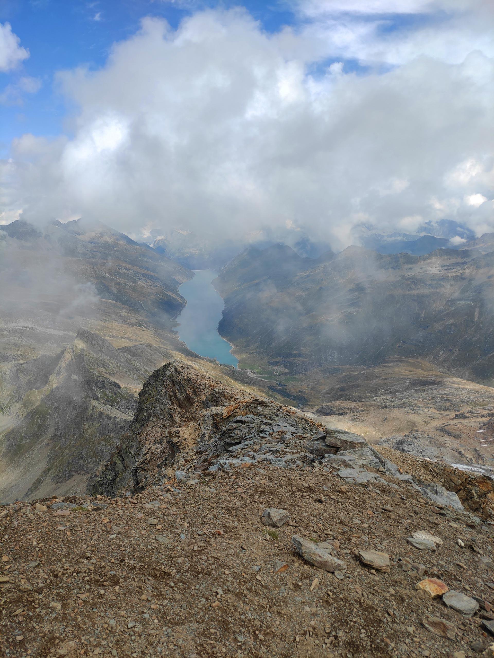 Veduta del lago di Lei dalla cima del Pizzo Stella (montagna), Madesimo, Lombardia