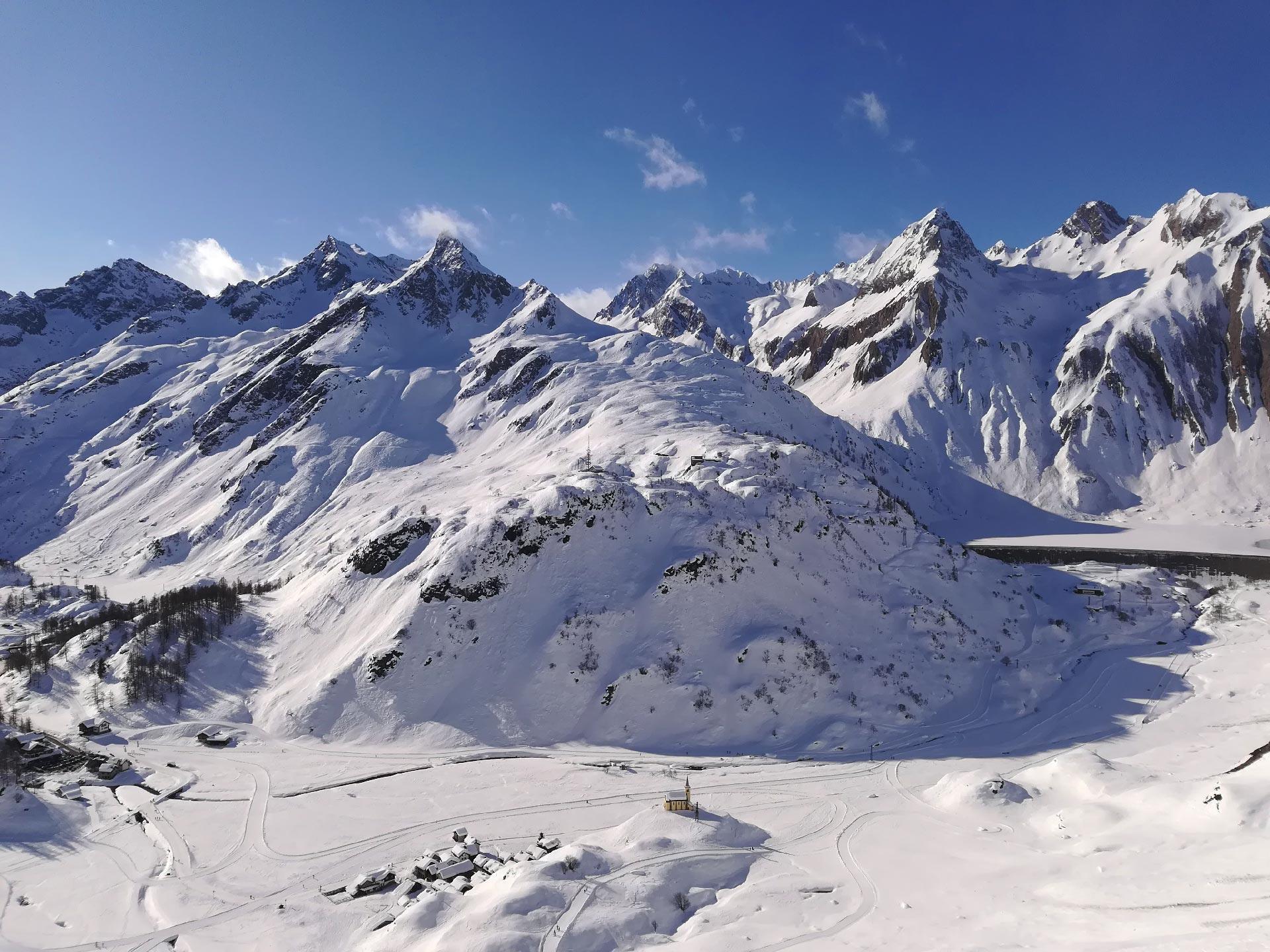 cime innevate della Val Formazza