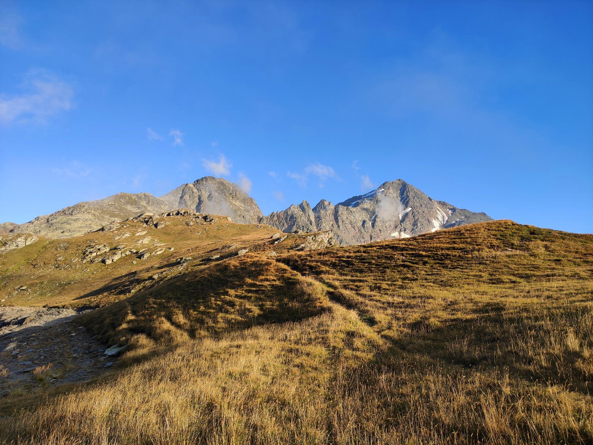 Veduta del Pizzo Stella (montagna) in lontananza, Madesimo, Lombardia