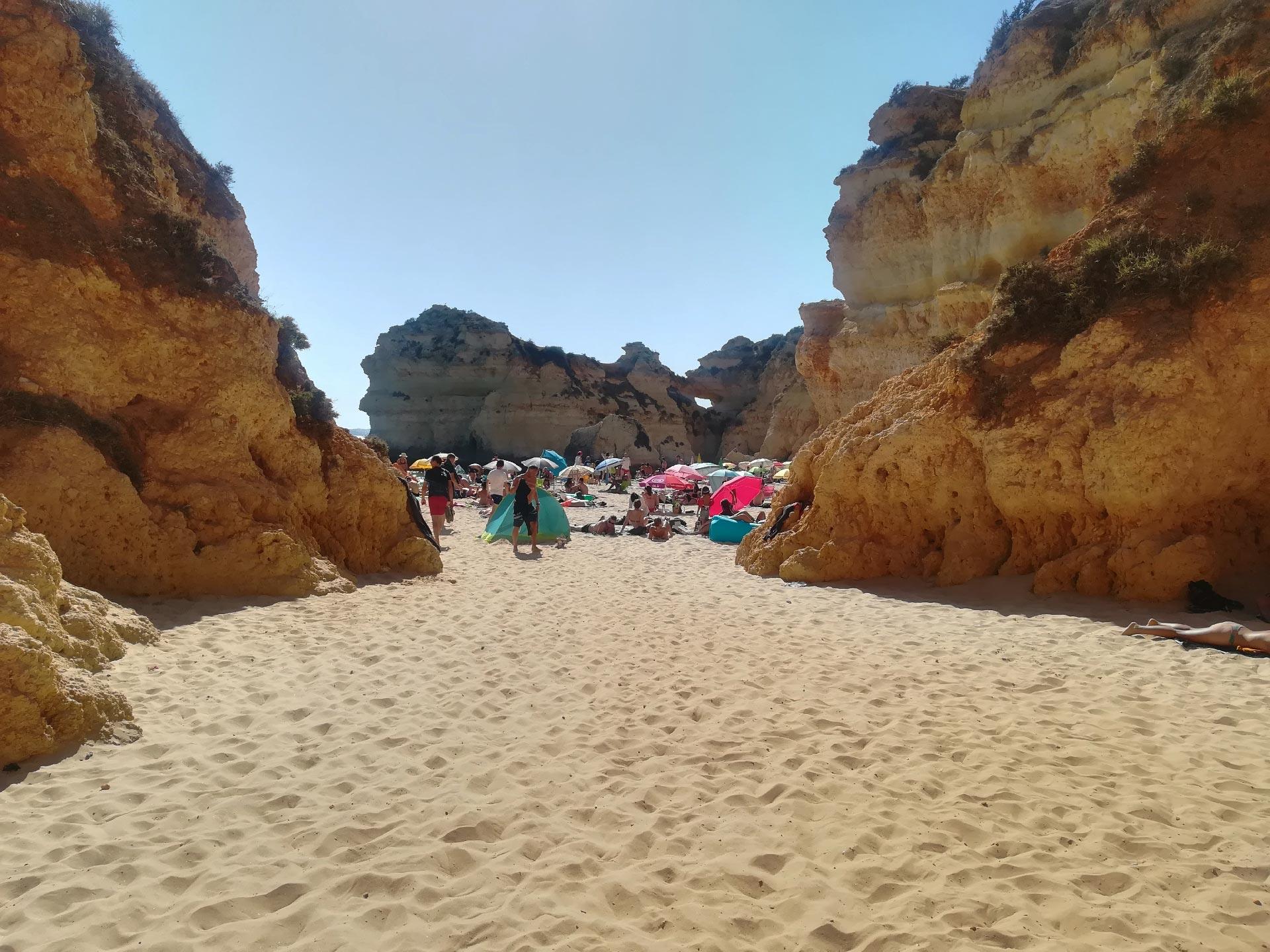 Particolare delle falesie di Praia de Alvor (spiaggia), Portimao, Portogallo
