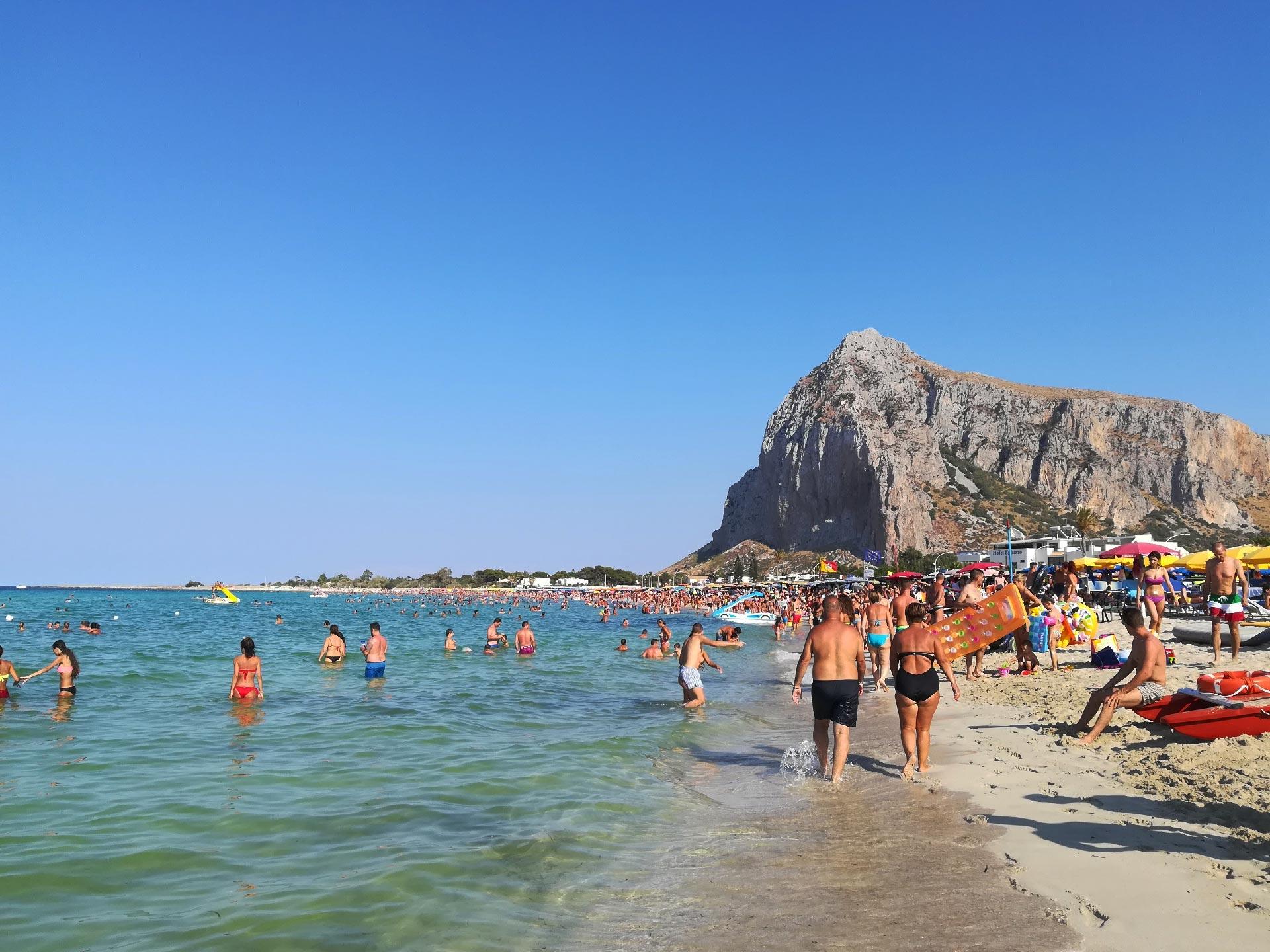 la spiaggia di San Vito Lo Capo, sullo sfondo il Monte Monaco, Trapani, Sicilia