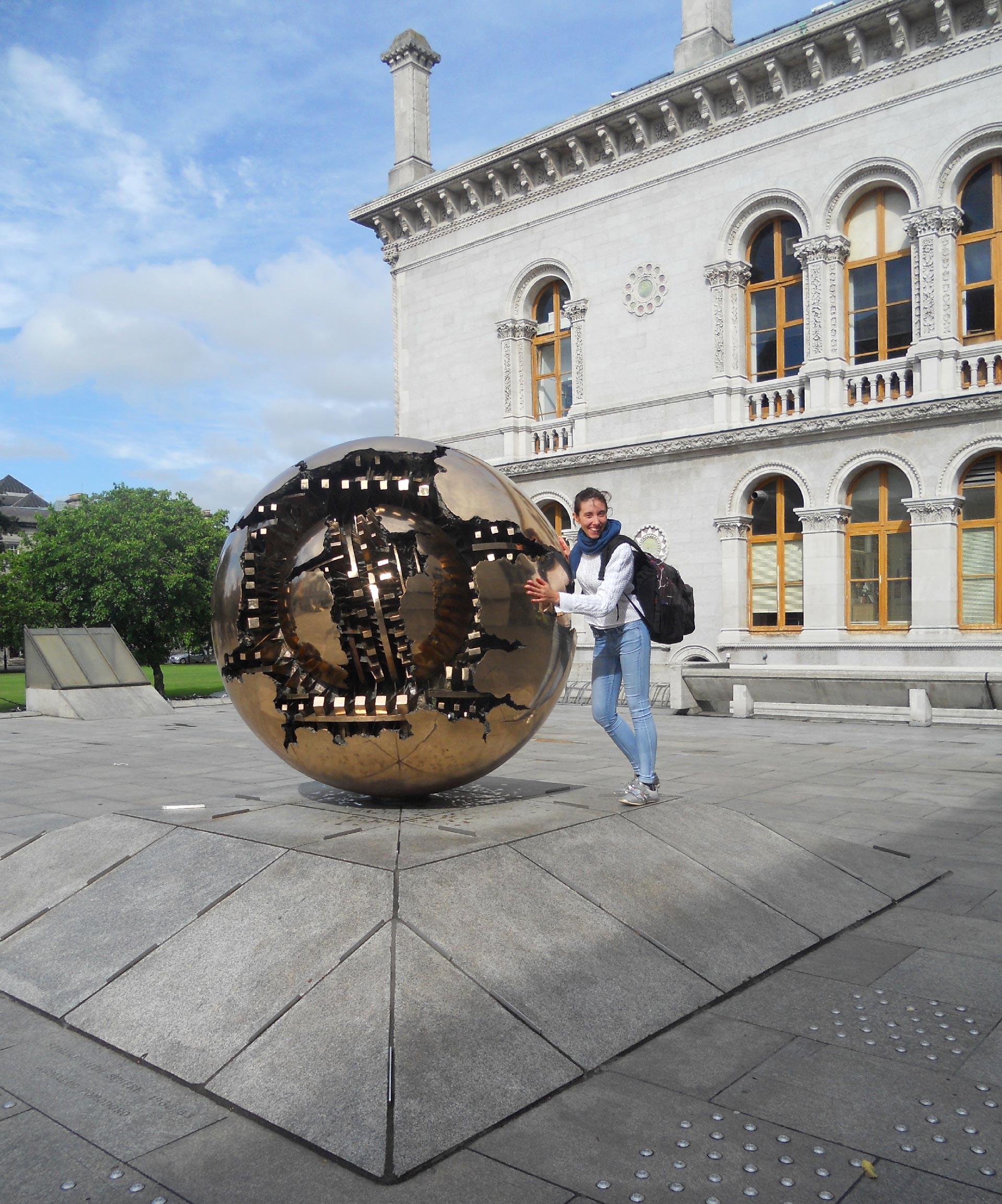 L'opera di Arnaldo Pomodoro Sfera dentro sfera