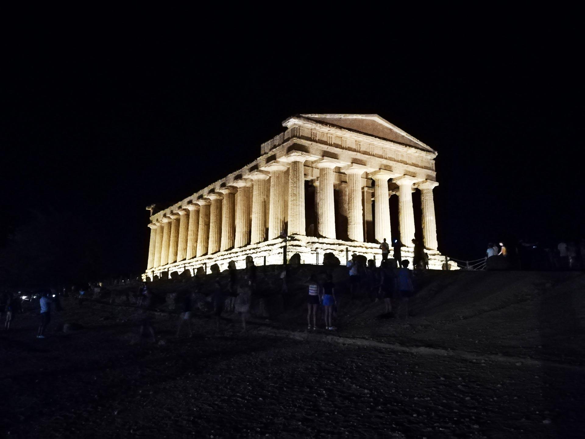 Tempio della Concordia in notturna