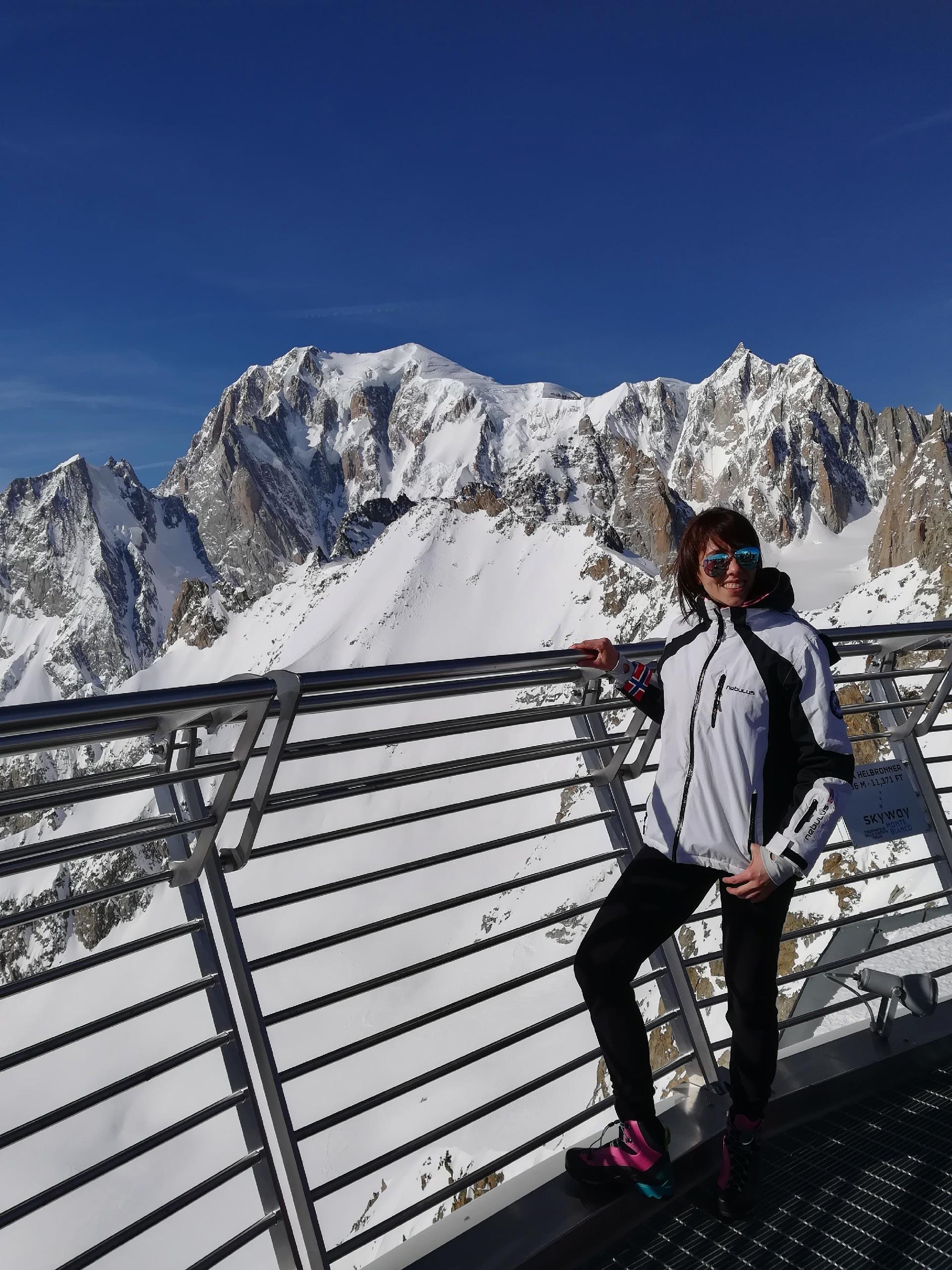 il massiccio del Monte Bianco dalla terrazza panoramica di Punta Helbronner, Courmayeur, Valle d'Aosta