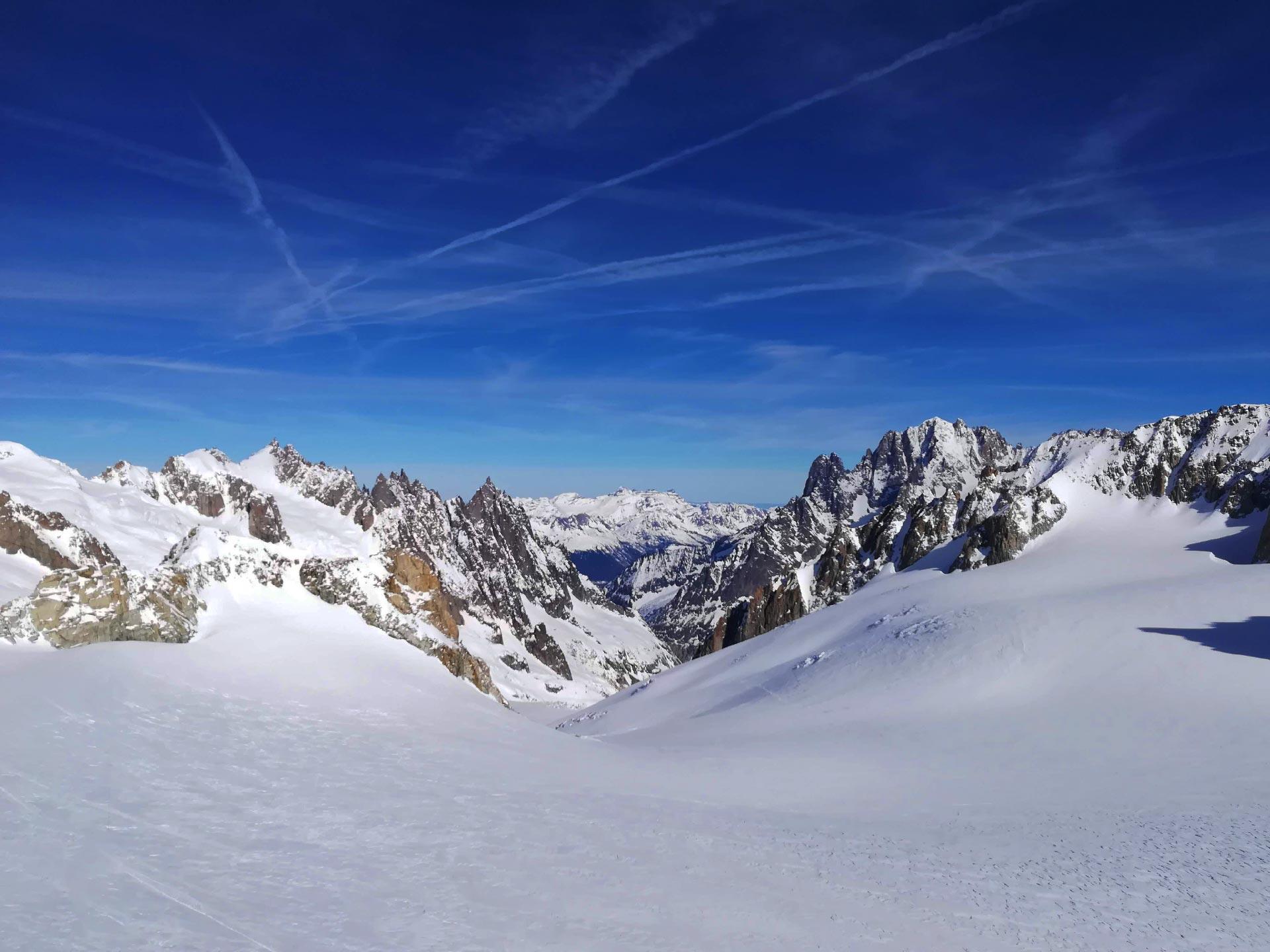 dalla terrazza panoramica esterna della stazione di Punta Helbronner: veduta su la Vallée Blanche, Monte Bianco, Valle d'Aosta
