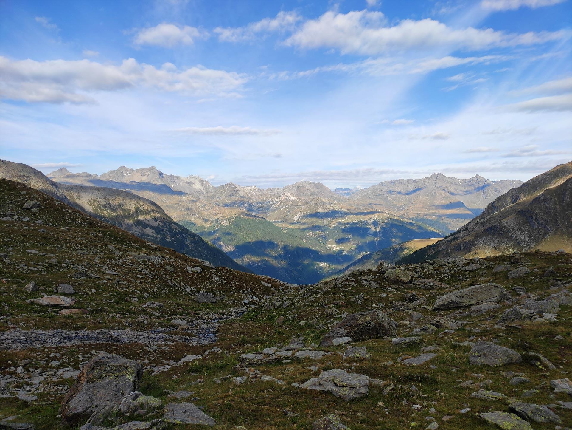 Veduta dei monti della Valle Spluga, oltre il Rifugio Chiavenna, Madesimo, Lombardia