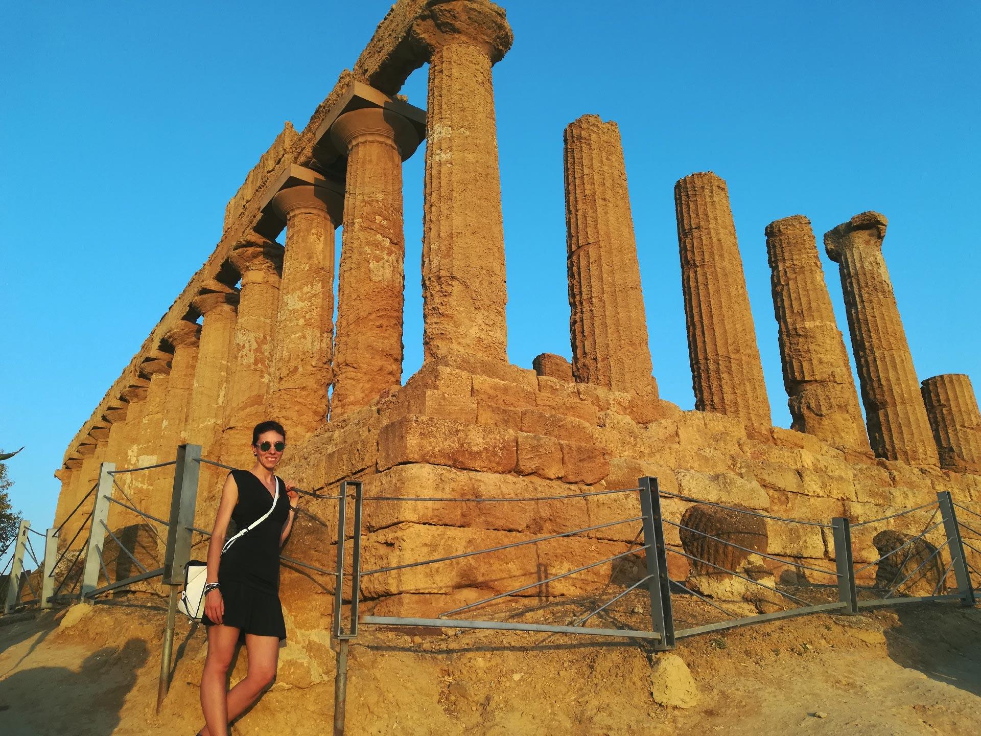 le rovine del Tempio di Giunone, Valle dei Templi, Agrigento, Sicilia